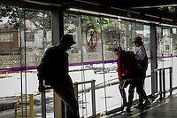 People access illegally and unsafely to the massive public transportation know as TRANSMILENIO in Bogota, Colombia.  05/15/2015. Eduardo MunozAlvarez/VIEWpress