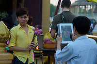 iPad at the temple Phnom Penh River side, Cambodia