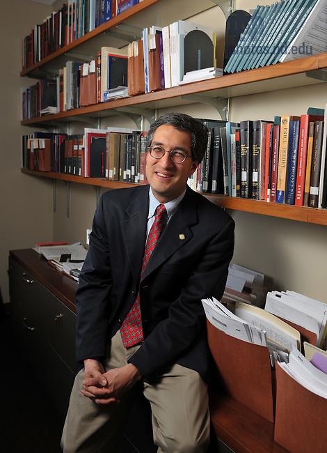 Law School professor Lloyd Mayer..Photo by Matt Cashore/University of Notre Dame