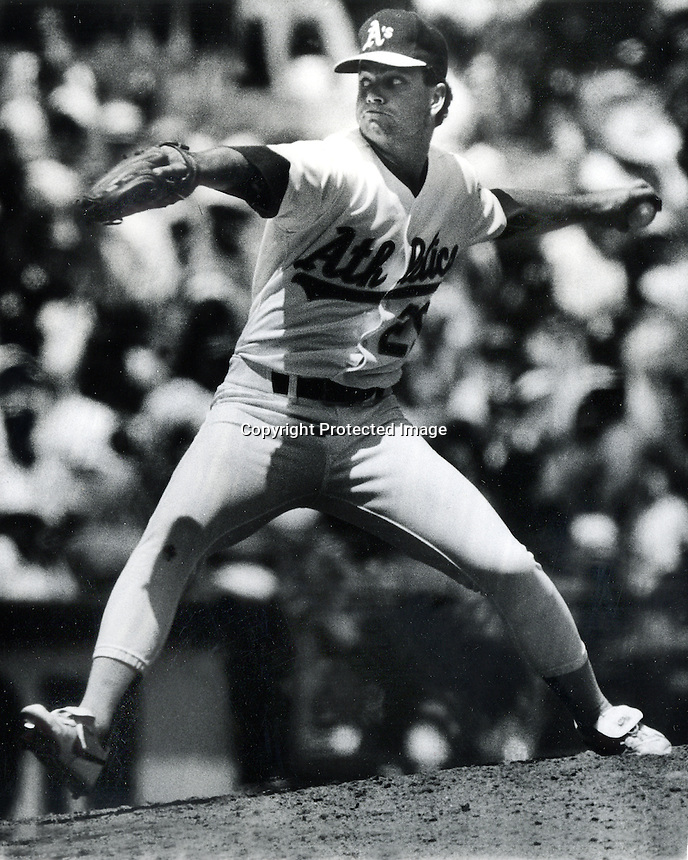 Oakland A's pitcher Curt Young (1991 photo by Ron Riesterer)
