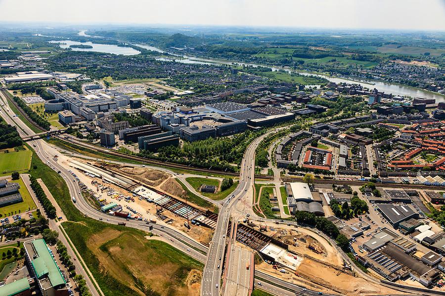 Nederland, Limburg, Maastricht, 27-05-2013; bouwwerkzaamheden voor de A2 traverse, De Groene Loper. <br /> Tunnelbouwkuip Europaplein. Maastrichts Expositie &amp; Congres Centrum (MECC) en Academisch Ziekenhuis Maastricht (AZM) in de achtergrond, de Maas en Sint Pietrberg aan de horizon.<br /> De snelweg A2 gaat ondergronds, er wordt een gestapelde tunnel gebouwd (2 wegen boven elkaar). Het plan moet voor een betere bereikbaarheid en leefbaarheid van Maastricht zorgen en ook voor een betere doorstroming op de A2.<br /> Construction works for motorway A2 crossing Maastricht, the so-called Green Carpet.<br /> The A2 motorway goes underground, a stacked tunnel is  built with two roads above each other). The plan should provide better accessibility and traffic flow.<br /> luchtfoto (toeslag op standard tarieven);<br /> aerial photo (additional fee required);<br /> copyright foto/photo Siebe Swart.
