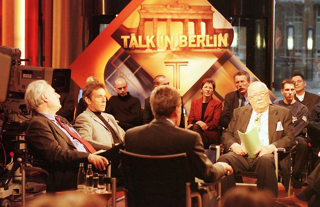 Der oesterreichische Rechtspopulist, Landeshauptmann (Ministerpraesident) von Kaernten und FPOE-Vorsitzende, Joerg Haider, nahm Sonntag den 6.2.2000 auf Einladung von Erich Boehme, Moderator der Talksendung - Talk in Berlin - des Nachrichtensenders n-tv, teil. Der Start dieser Talkshow wurde aus diesem Anlass extra zwei Wochen vorgezogen.<br /> Links, Freimut Duve (SPD, OSZE-Medienbeauftragter), Joerg Haider, Erich Boehme.<br /> Berlin, 6.2.2000<br /> Copyright: Christian-Ditsch.de<br /> [Inhaltsveraendernde Manipulation des Fotos nur nach ausdruecklicher Genehmigung des Fotografen. Vereinbarungen ueber Abtretung von Persoenlichkeitsrechten/Model Release der abgebildeten Person/Personen liegen nicht vor. NO MODEL RELEASE! Nur fuer Redaktionelle Zwecke. Don't publish without copyright Christian-Ditsch.de, Veroeffentlichung nur mit Fotografennennung, sowie gegen Honorar, MwSt. und Beleg. Konto: I N G - D i B a, IBAN DE58500105175400192269, BIC INGDDEFFXXX, Kontakt: post@christian-ditsch.de<br /> Bei der Bearbeitung der Dateiinformationen darf die Urheberkennzeichnung in den EXIF- und  IPTC-Daten nicht entfernt werden, diese sind in digitalen Medien nach &sect;95c UrhG rechtlich gesch&uuml;tzt. Der Urhebervermerk wird gemaess &sect;13 UrhG verlangt.]