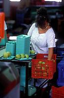 Cesena 1988..Factory Sorting and packing vegetables.... Fabbrica di cernita e imballagio delle verdure