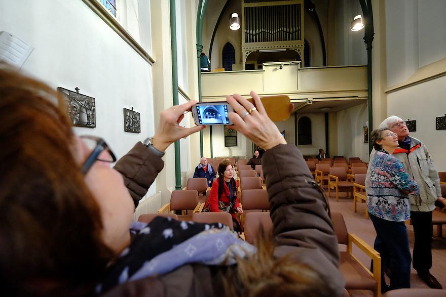 Nederland, Bussum, 13 feb 2015<br /> Klooster Marienburg midden in het centrum van Bussum gaat verdwijnen. De laatste nonnen, zusters, verhuizen in April naar elders. Vandaag was het huis open en werden er rondleidingen gegeven, onder meer in de kapel. Er was ook een klein museumpje ingericht en er werden snuisterijen uit het klooster en de prive eigendommen van de zusters verkocht en verloot tbv een project in Malawi.<br /> Foto: (c) Michiel Wijnbergh