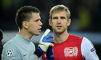 FUSSBALL   CHAMPIONS LEAGUE   SAISON 2011/2012  Borussia Dortmund - Arsenal London        13.09.2001 Torwart Wojciech Szczesny (li) und Per Mertesacker (re, beide Arsenal)