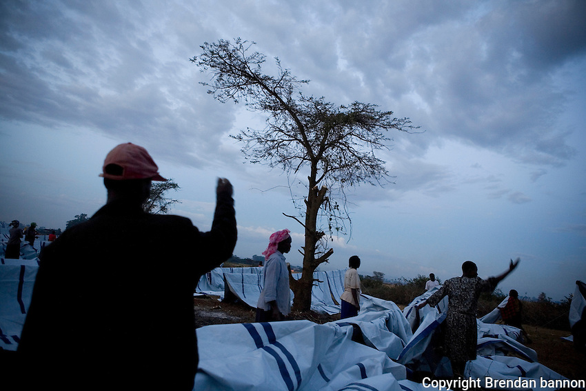 Kenyan's setting up tents after violence forced them from their homes in 2008.