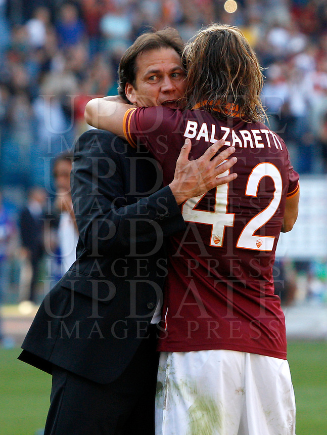 Calcio, Serie A: Roma vs Lazio. Roma, stadio Olimpico, 22 settembre 2013.<br /> AS Roma defender Federico Balzaretti is congratulated by coach Rudi Garcia, of France, left, at the end of the Italian Serie A football match between AS Roma and Lazio, at Rome's Olympic stadium, 22 September 2013. AS Roma won 2-0.<br /> UPDATE IMAGES PRESS/Riccardo De Luca