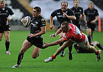 Shane Williams breaks from Chris Latham. Ospreys V Worcester Warriors, EDF Energy Cup  © Ian Cook IJC Photography iancook@ijcphotography.co.uk www.ijcphotography.co.uk