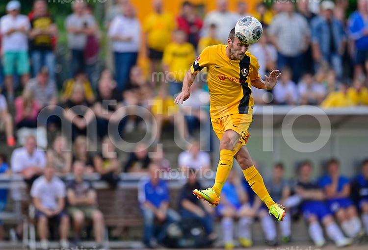 Fussball, 2. Bundesliga, Saison 2013/14, SG Dynamo Dresden, Testspiel, SSV Neustadt/Sachsen - SG Dynamo Dresden, Mittwoch (03.07.13), Neustadt in Sachsen. Dresdens Idir Ouali am Ball.