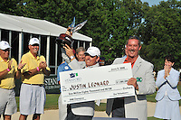 Allen Stanford CEO presenting the winning check to Justin Leonard winner of the 2008 Standford St. Jude Golf Tournament held at TPC Southwind, Memphis, TN.