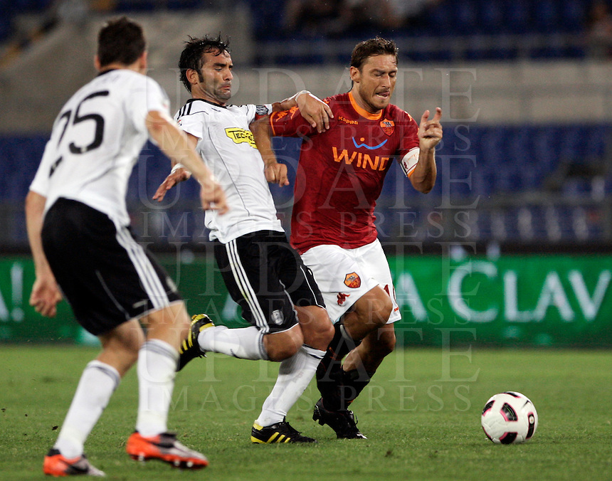 Calcio, Serie A, prima giornata: Roma-Cesena. Roma, stadio Olimpico, 28 agosto 2010..Football, Italian serie A, first matchday: Roma-Cesena Rome, Olympic stadium, 28 august 2010..AS Roma forward Francesco Totti, right, is challenged by Cesena midfielder Giuseppe Colucci, center..UPDATE IMAGES PRESS/Riccardo De Luca