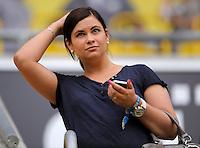 Fussball, 2. Bundesliga, Saison 2011/12, SG Dynamo Dresden - FC St.Pauli, Sonntag (29.04.12), gluecksgas Stadion, Dresden. Die Freundin von Dresdens Torwart Benjamin Kirsten, Sarah, auf der Tribuene.