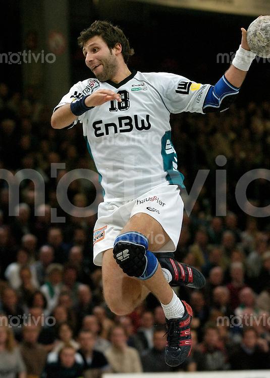 Handball Herren, 1.Bundesliga 2003/2004 Goeppingen (Germany) FrischAuf! Goeppingen - TV Grosswallstadt (29:23) David Szlezak (FAG) im Sprungwurf