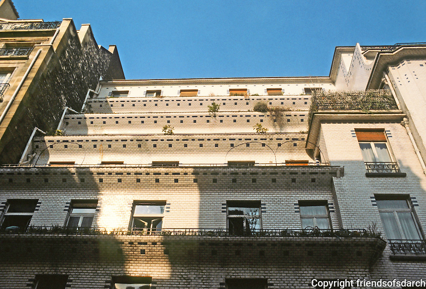 Henri Sauvage: 26 Rue Vavin, Paris 1912-14. Looking up at stepped-back apartments. Photo '90.