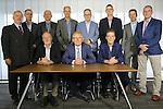 Foto: VidiPhoto<br /> <br /> WAGENINGEN - Het bestuur van Agruniek/Rijnvallei op het kantoor in Wageningen.