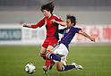 (L to R) Zhou Feifei (CHN), Asuna Tanaka (JPN), September 11, 2011 - Football / Soccer : Women's Asian Football Qualifiers Final Round for London Olympic Match between Japan 1-0 China at Jinan Olympic Sports Center Stadium, Jinan, China. (Photo by Daiju Kitamura/AFLO SPORT) [1045]