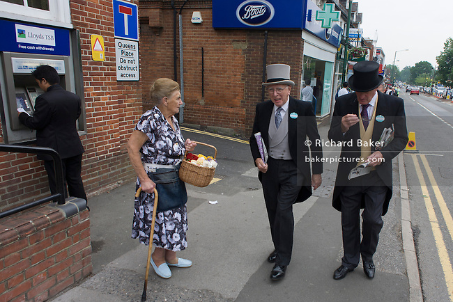 Uk Ascot Royal Ascot Gents And Flower Seller Richard