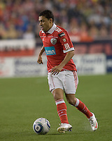 SL Benfica forward Éder Luis (32) dribbles. SL Benfica  defeated New England Revolution, 4-0, at Gillette Stadium on May 19, 2010.