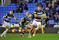 Ollie Devoto of Bath Rugby goes on the attack. Aviva Premiership match, between London Irish and Bath Rugby on November 7, 2015 at the Madejski Stadium in Reading, England. Photo by: Patrick Khachfe / Onside Images