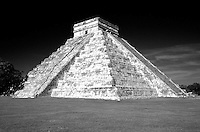 El Castillo or Pyramid of Kukulcan at the Maya ruins of Chichen Itza, Yucatan, Mexico