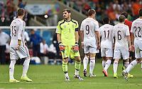 FUSSBALL WM 2014  VORRUNDE    Gruppe B     Spanien - Niederlande                13.06.2014 Enttäuschung Spanien; Torwart Iker Casillas (Mitte) ratlos