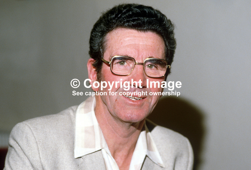 Brendan O'Dowda, singer, N Ireland, Percy French interpreter, 19840063BOD1..Copyright Image from Victor Patterson, 54 Dorchester Park, Belfast, UK, BT9 6RJ..Tel: +44 28 9066 1296.Mob: +44 7802 353836.Voicemail +44 20 8816 7153.Skype: victorpattersonbelfast.Email: victorpatterson@me.com.Email: victorpatterson@ireland.com (back-up)..IMPORTANT: If you wish to use this image or any other of my images please go to www.victorpatterson.com and click on the Terms & Conditions. Then contact me by email or phone with the reference number(s) of the image(s) concerned.