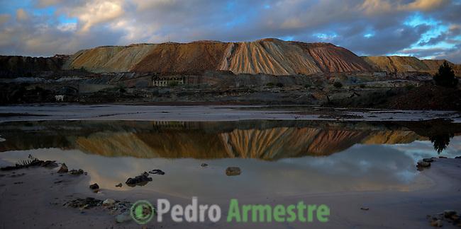 Las minas de Riotinto se sitúan en el corazón de la franja pirítica del suroeste de España, en la provincia de Huelva. Han albergado históricamente las principales minas de oro, plata y cobre del país y guarda un impresionante patrimonio industrial que lo convierten en uno de los puntos más singulares de Andalucía. En la imagen la mina de Cerro Colorado. 12 diciembre 2011(c) Pedro ARMESTRE.
