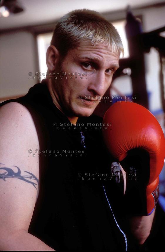 Vincenzo Nardiello. pugile campione del mondo WBC dei supermedi, due volte campione europeo.http://en.wikipedia.org/wiki/Vincenzo_Nardiello