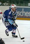 Eishockey, DEL, Deutsche Eishockey Liga 2003/2004 , 1.Bundesliga, Arena Nuernberg (Germany) Nuernberg Ice Tigers - Adler Mannheim (2:1 n.p.) Sascha Goc (Mannheim) am Puck