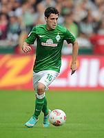 FUSSBALL   1. BUNDESLIGA   SAISON 2012/2013   4. SPIELTAG SV Werder Bremen - VfB Stuttgart                         23.09.2012        Zlatko Junuzovic (SV Werder Bremen) Einzelaktion am Ball