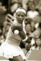 14 November 2004: Serena Williams (USA) defeated Amelie Mauresmo (FRA) 4-6, 7-6, 6-4 on day 5  in the Semi-Fiinals of the WTA Tour Championships at the Staples Center in Los Angeles, CA.