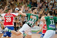 Pavel Horak (FAG) wirft, zieht ab, links Gunnar Dietrich (TBV)