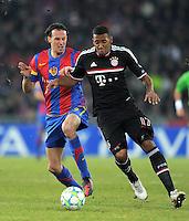 FUSSBALL   CHAMPIONS LEAGUE   SAISON 2011/2012   ACHTELFINALE HINSPIEL FC Basel - FC Bayern Muenchen      22.02.2012 Marco Streller (li, FC Basel) gegen Jerome Boateng (FC Bayern Muenchen)