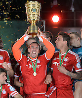 FUSSBALL       DFB POKAL FINALE        SAISON 2012/2013 FC Bayern Muenchen - VfB Stuttgart    01.06.2013 Bayern Muenchen ist Pokalsieger 2013: Franck Ribery (FC Bayern Muenchen)  jubelt mit dem Pokal.