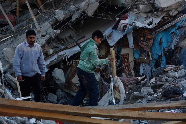 ERCIS, TURKEY: People search through destroyed houses...On October 23, 2011, a 7.2 magnitude earthquake hit eastern Turkey killing over 250 people and wounding over a thousand...Photo by Marwa Al Zahawe/Metrography