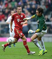 FUSSBALL   1. BUNDESLIGA  SAISON 2011/2012   31. Spieltag FC Bayern Muenchen - FSV Mainz 05       14.04.2012 Ivica Olic (li, FC Bayern Muenchen) gegen Torwart Heinz Mueller (1. FSV Mainz 05)