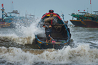 Vietnam Images-people-seaside-Vung tau.