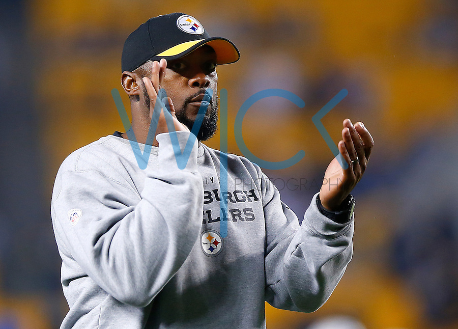 Head coach Mike Tomlin of the Pittsburgh Steelers takes part in warmups prior to the game against the Indianapolis Colts at Heinz Field on December 6, 2015 in Pittsburgh, Pennsylvania. (Photo by Jared Wickerham/DKPittsburghSports)