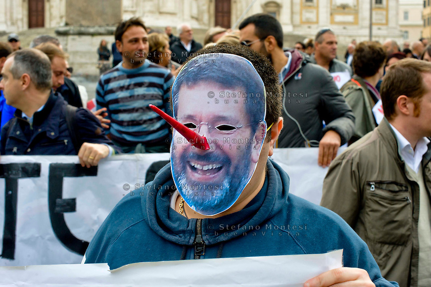 Roma 15 Novembre 2014<br /> Manifestazione, organizzata dai comitati di quartiere delle periferie  di Roma contro l'amministrazione del sindaco Ignazio Marino.  Manifestante con la maschera del sindaco Marino - Pinocchio<br /> Rome November 15, 2014<br /> Demostration organized by neighborhood associations in the suburbs of Rome against the administration of Mayor Ignazio Marino. Protestor with the mask of Mayor Marino - Pinocchio