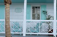 Les Bahamas /Ile d'Eleuthera/Harbour Island/Dunmore Town: Maisons coloniales du front de mer du village