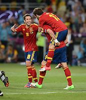 FUSSBALL  EUROPAMEISTERSCHAFT 2012   FINALE Spanien - Italien            01.07.2012 Jubel nach dem 4:0: Jordi Alba, Fernando Torres und Juan Mata (v.l., alle Spanien)