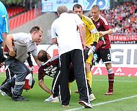 FUSSBALL   1. BUNDESLIGA  SAISON 2011/2012   2. Spieltag 1 FC Nuernberg - Hannover 96          13.08.2011 Javier Pinola  (1 FC Nuernberg) muss verletzt ausgewechselt werden