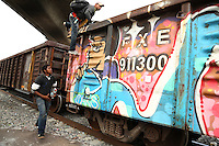"Lecheria, MEX. 30 July 2014.Central American inmigrants ride the train known as ""the beast"" in Lecheria , State of Mexico. Photo by Miguel Angel Pantaleon/VIEWpress"