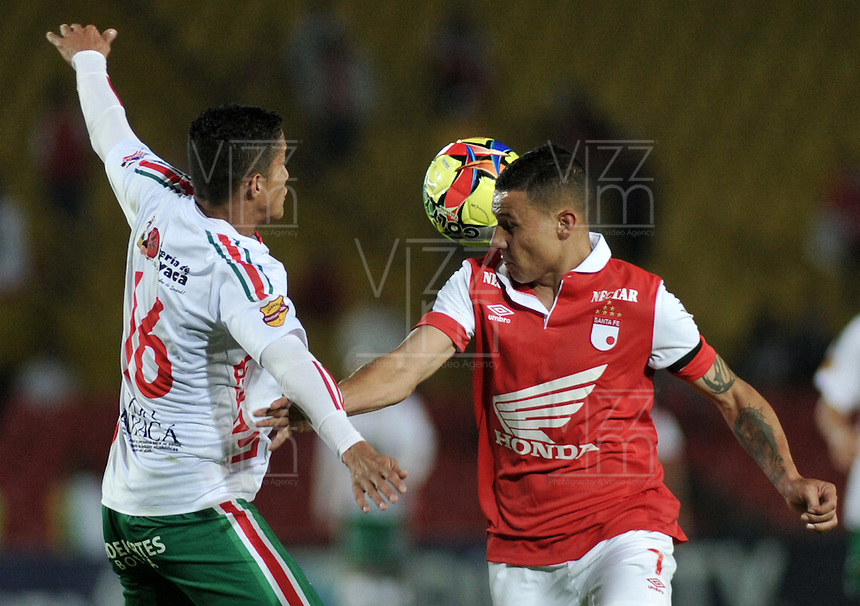 BOGOTA- COLOMBIA -04 -02-2014: Luis Arias (Der.) jugador de Independiente Santa Fe disputa el balón con Hugo Bolaños (Izq.) jugador de Patriotas FC en durante partido de la tercera fecha de la Liga Postobon I 2014, jugado en el Nemesio Camacho El Campin de la ciudad de Bogota. / Luis Arias (R) player of Independiente Santa Fe vies for the ball with Hugo Bolaños (L) player of Patriotas FC during a match for the thrid date of the Liga Postobon I 2014 at the Nemesio Camacho El Campin Stadium in Bogoto city. Photo: VizzorImage  / Luis Ramirez / Staff