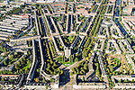 Nederland, Noord-Holland, Amsterdam, 27-09-2015; Amsterdam-Zuid, Rivierenbuurt, onderdeel van Plan-Zuid van H.P. Berlage. In het midden het Twaalfverdiepingenhuis (Wolkenkrabber) van architect  J.F. Staal aan het Victorieplein. Links de Rooseveltlaan, rechts Churchill-laan. Achter de Wolkenkrabber Merwedeplein. <br /> Rivierenbuurt, neighbourhood in the south of Amsterdam, part of the Plan Zuid urban expansion programme designed by architect Berlage.  Amsterdam School style architecture. <br /> <br /> luchtfoto (toeslag op standard tarieven);<br /> aerial photo (additional fee required);<br /> copyright foto/photo Siebe Swart