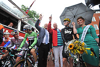 WIELRENNEN: SURHUISTERVEEN: 30-07-2013, Profronde Surhuisterveen, Startschot Fred Teeven en Piet Paulusma, ©foto Martin de Jong