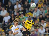Fussball, 2. Bundesliga, Saison 2011/12, SG Dynamo Dresden - Vfl Bochum, Montag (12.09.11), gluecksgas Stadion, Dresden. Dresdens Mickael Pote (re.) gegen Bochums Christoph Kramer.