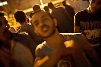 EGITTO, IL CAIRO 9/10 settembre 2011: assalto all'ambasciata israeliana. Migliaia di manifestanti egiziani, ancora infuriati per l'uccisione di cinque guardie di frontiera egiziane da parte dell'esercito israeliano, hanno fatto irruzione nella sede diplomatica israeliana e sono stati poi sgomberati da esercito e polizia egiziana. Nell'immagine: folla di manifestanti.<br /> Egypt attack to the Israeli embassy  Attaque &agrave; l'ambassade israelienne Caire