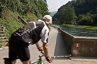 Pista ciclabile lungo il fiuma Adda a Paderno d'Adda..Bicycle path along the canal of Paderno, near the dam of Adda river.