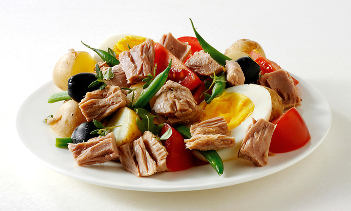 Salad Nicoise, Tuna, egg, French beans and olives salad recipe